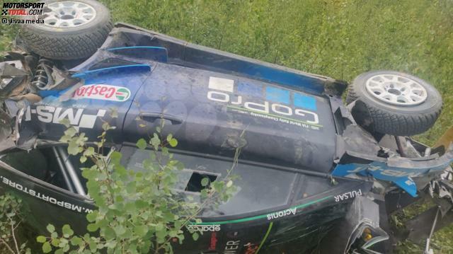 Die Überreste des Ford Fiesta WRC nach dem Testunfall von Hayden Paddon in Finnland.