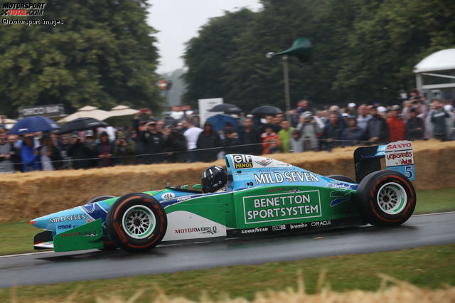 Damon Hill hatte in Goodwood die Ehre, das Weltmeisterauto von Michael Schumacher aus der Saison 1994 zu fahren