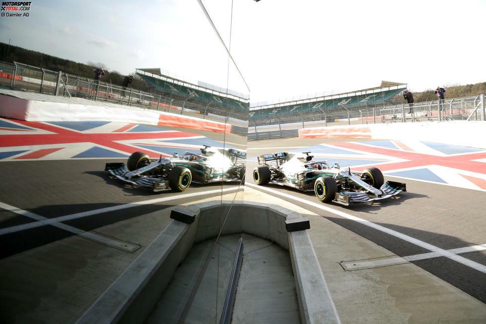 Mercedes zeigte den W10 in Silverstone der Öffentlichkeit. Valtteri Bottas und Lewis Hamilton fuhren gleich die ersten Runden im neuen Silberpfeil. Hier sind die Bilder!
