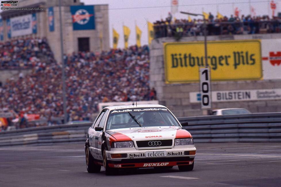 Audi stieg im Jahr 1990 in die Deutsche Tourenwagen-Meisterschaft ein und brachte die Konkurrenz ins Schwitzen. Statt auf einen Vier-Zylinder-Motor zu setzen, brachten die Ingolstädter den Audi V8 an den Start, der deutlich mehr Leistung hatte als die Konkurrenz. Außerdem nutzte Audi zum Ärger der Konkurrenten den Quattro-Allradantrieb.