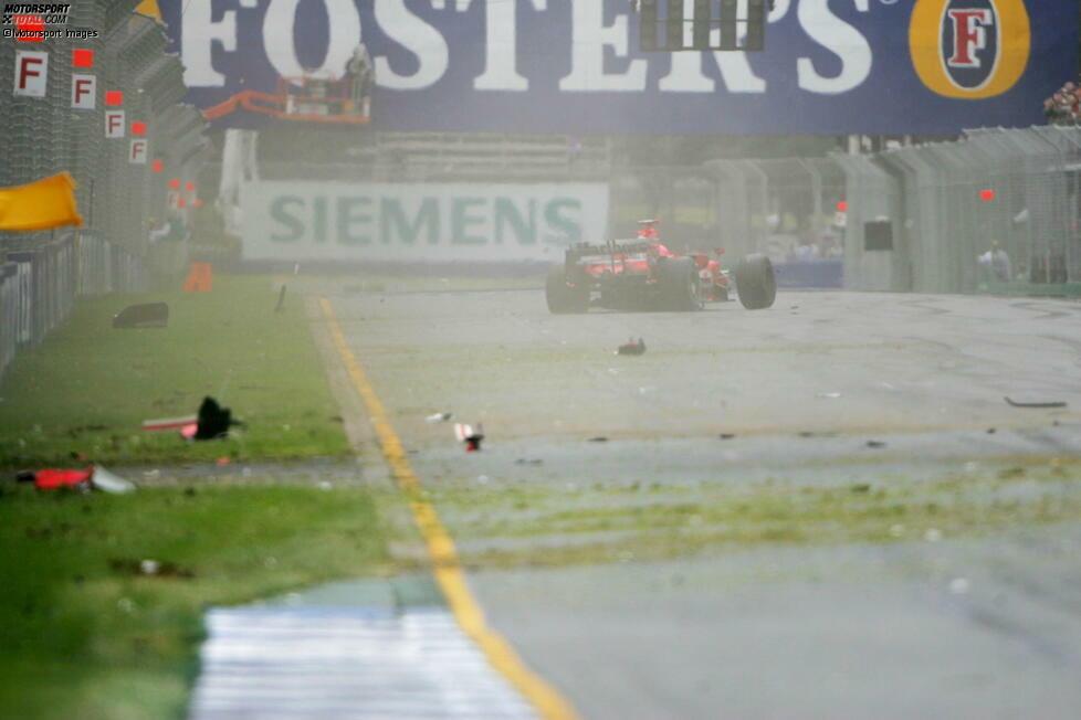#10 Michael Schumacher 2006: Nach 32 Runden macht der Ferrari-Pilot Bekanntschaft mit der Streckenbegrenzung. Nach einem Fahrfehler schlägt er heftig in die Betonmauer ein und hinterlässt ein Trümmerfeld. Es soll sein einziger unfallbedingter Ausfall in der Saison bleiben.
