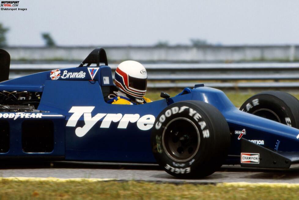Brundle sieht bei seinem ersten Formel-1-Rennen als Fünfter die Zielflagge. Er wird in seiner Karriere insgesamt neunmal auf dem Podium stehen.