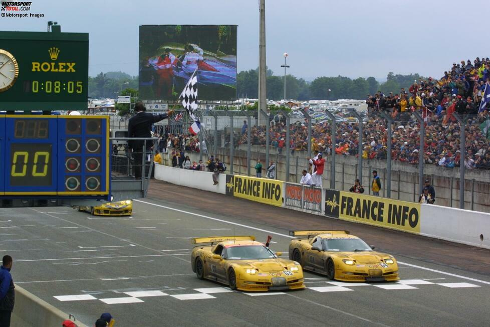 2001, Klasse LMGTS, Corvette C5-R: #63 Ron Fellows/Scott Pruett/Johnny O'Connell P1; #64 Franck Freon/Andy Pilgrim/Kelly Collins P2