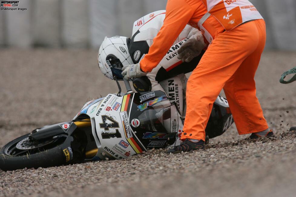 2010 geht Arne Tode als Stammfahrer in der neuen Moto2-Klasse an den Start. Er fährt eine Suter im Racing-Team-Germany von Dirk Heidolf. Beim Deutschland-Grand-Prix qualifiziert er sich als Zweiter, stürzt aber im Rennen.