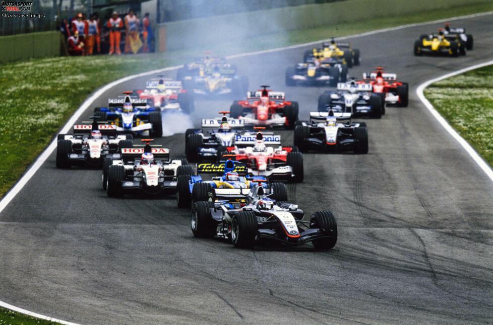 Die Pole geht an Kimi Räikkönen, der sich am Start absetzen kann und souverän in Führung geht. Der Finne sieht wie der logische Sieger aus, weil er mehr Sprit im Tank hat als sein ärgster Verfolger Fernando Alonso, der zwei der ersten drei Saisonrennen gewinnen konnte.