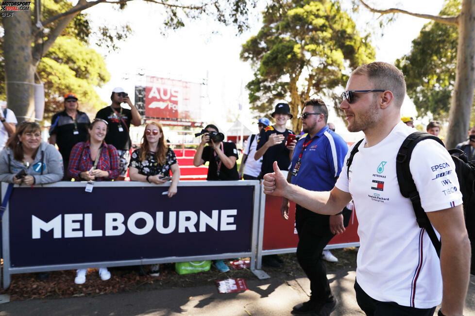 Mercedes-Fahrer Valtteri Bottas etwa hielt bei seiner Ankunft im Fahrerlager am Donnerstag teilweise bewusst Abstand zu den Fans.