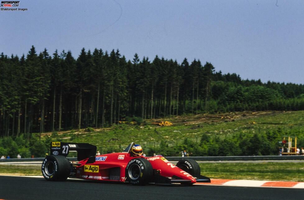 Michele Alboreto markiert im Freitagstraining zum Belgien-Grand-Prix 1985 in Spa die Bestzeit. Der neue Streckenbelag hält, was er verspricht und bietet den Fahrern mehr Grip. Die Rundenzeiten sinken im Vergleich zu den Vorjahren deutlich, aber ...