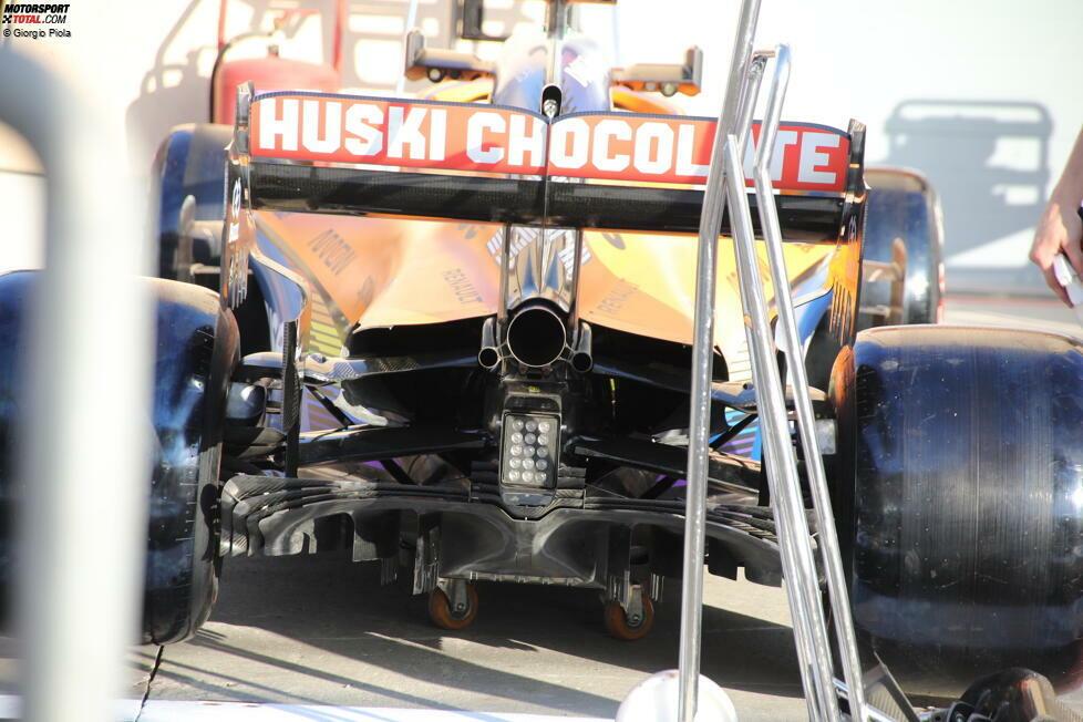 McLaren MCL35: Heckpartie mit Auspuff