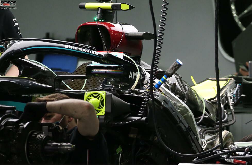 Mercedes W11: Motorinstallation