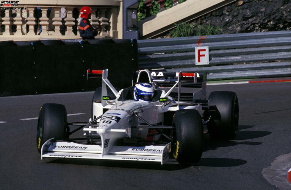 Mika Salo am Steuer des Tyrrell 025 in Monaco. Die rote Farbe auf dem X-Wing dient zur Identifizierung des Finnen.