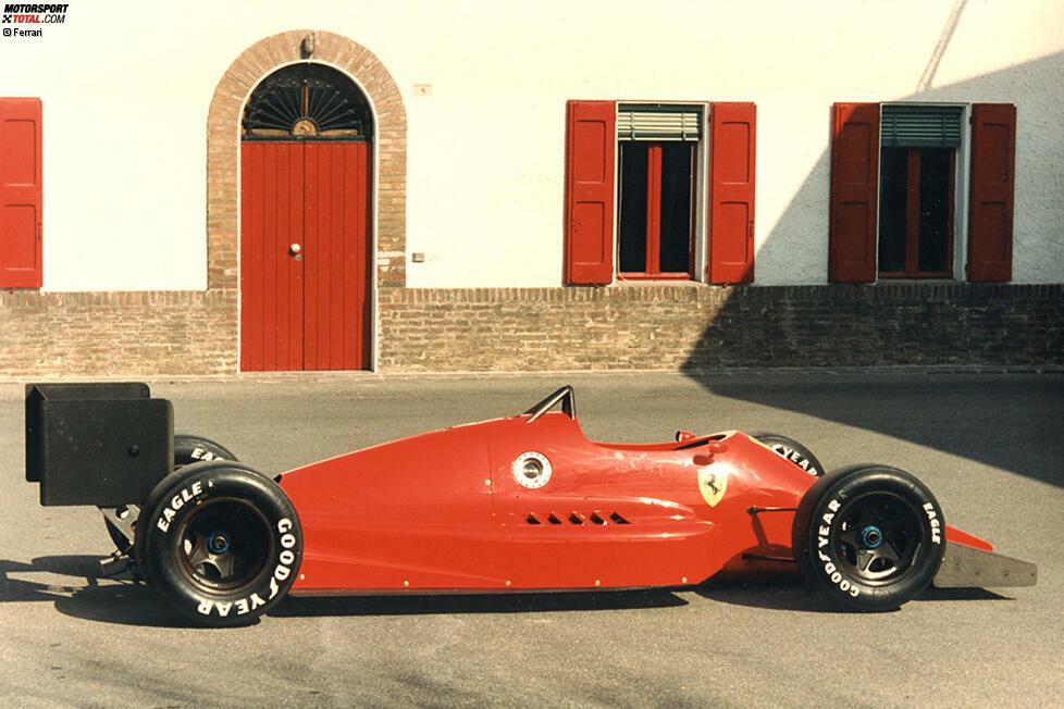 1986: Ja, bereits in den 80ern liebäugelt Ferrari mit einem Formel-1-Ausstieg. Damals segnet noch Enzo Ferrari persönlich den Bau eines IndyCars ab, weil er unzufrieden mit dem angekündigten neuen Motorenreglement der Königsklasse ist. Der Ferrari 637 (Foto) aus der Feder von Gustav Brunner wird sogar gebaut - kommt aber nie zum Einsatz.