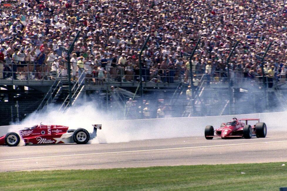 #10 - 1985: Mario Andretti führt lange, aber in der 120. von 200 Runden kommt Danny Sullivan. Er übernimmt die Führung, dreht sich dabei aber direkt vor Andretti. Nach einem 360-Grad-Dreher ohne anzuschlagen bläst Sullivan zur Aufholjagd. Keine 20 Runden später geht er wieder an Andretti vorbei und holt seinen einzigen Indy-500-Sieg.