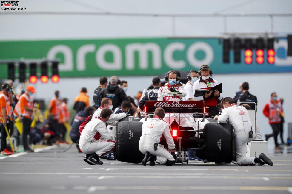 In der Formel 1 wird nichts dem Zufall überlassen. Für alles gibt es Regeln. Während die wichtigsten Vorschriften dabei allgemein bekannt sind, haben wir uns einmal durch das komplette sportliche Reglement gegraben und einige - teils kuriose - Regeln gefunden, die so nicht jeder auf dem Schirm haben dürfte ...