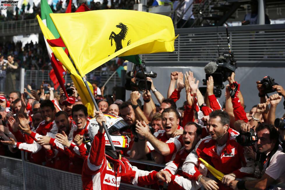 Jedem Anfang wohnt ein Zauber inne: 2015 wechselt Vettel von Red Bull zu Ferrari. Die Tifosi setzen alle Hoffnungen in den Nachfolger von Fernando Alonso - schließlich war die Scuderia in der Vergangenheit schon einmal erfolgreich mit einem deutschen Fahrer am Steuer.