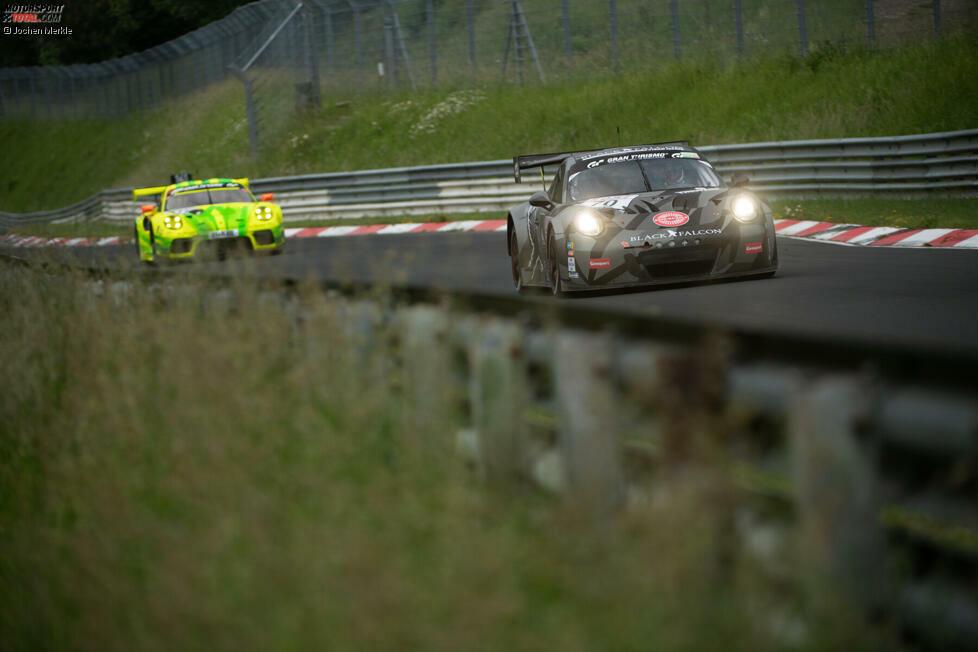 Black Falcon: Hat die werksunterstützten GT3-Einsätze auf Eis gelegt, ist aber mit einem der neuen Porsche 911 GT3 Cup MR in der SP Pro gemeldet. Im Bild ein schöner Vergleich mit dem 911 GT3 R im Hintergrund. #350 Marek Böckmann/Tobias Müller/Carlos Rivas