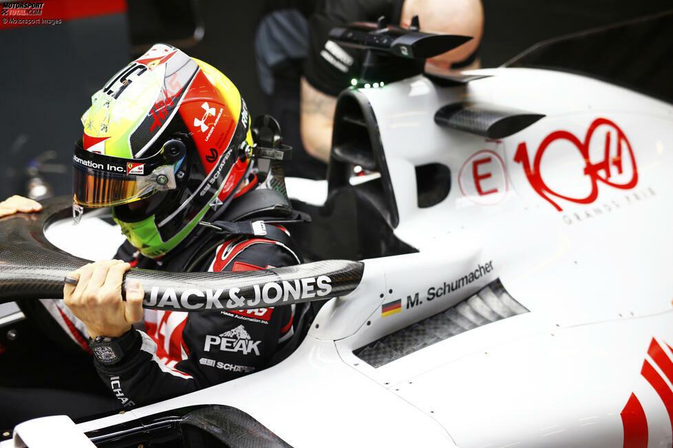 Neue Fahrer: Mick Schumacher, Nikita Masepin (beide Haas) und Yuki Tsunoda (AlphaTauri) geben ihr Formel-1-Debüt. Dafür verlassen Romain Grosjean, Kevin Magnussen und Daniil Kwjat die Königsklasse. Auch Alexander Albons Formel-1-Karriere ist vorerst auf Eis. Andere Fahrer wie Carlos Sainz (zu Ferrari) haben das Team gewechselt.