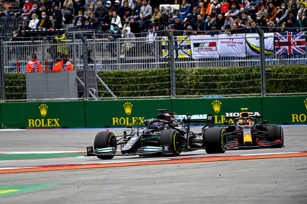 Der WM-Kampf zwischen Mercedes und Red Bull, zwischen Lewis Hamilton und Max Verstappen geht in die entscheidende Phase. Beide Teams versuchen, auf den letzten Metern noch einen entscheidenden Vorteil zu erlangen. Vor allem beim Set-up werden die Spielereien deutlich.