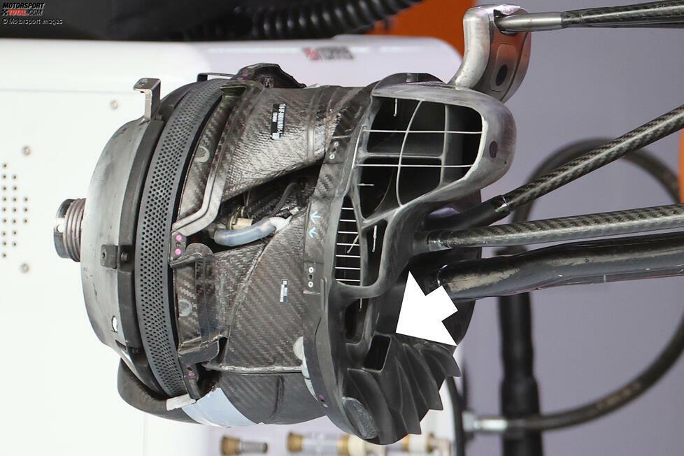 McLaren MCL35M: Bremsschacht vorne