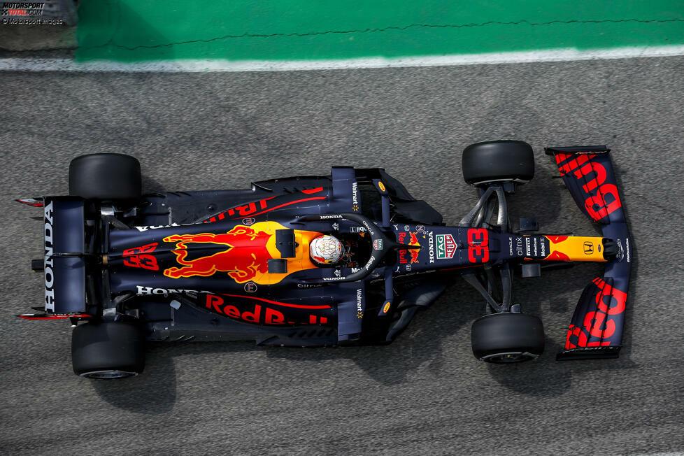 Red Bull: Ebenfalls seit Jahresbeginn mit dem Z-Unterboden ausgestattet; der Ausschnitt verläuft hier länger als bei Mercedes, erst kurz vor dem Hinterreifen Übergang in die Diagonalform