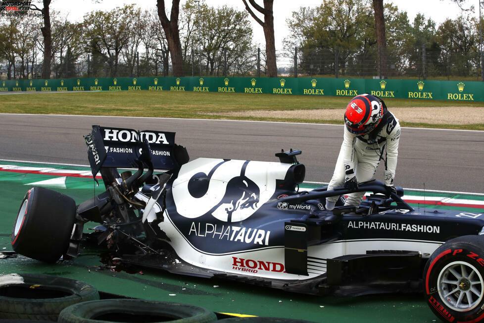 Yuki Tsunoda (5): Obwohl der Japaner zuvor viel in Imola getestet hatte, war es nicht sein Wochenende. Der Crash im Qualifying ging bereits auf seine Kappe, im Rennen warf er dann mit einem weiteren Dreher mögliche Punkte weg. Das Talent ist da, aber in Imola zahlte der Rookie Lehrgeld.