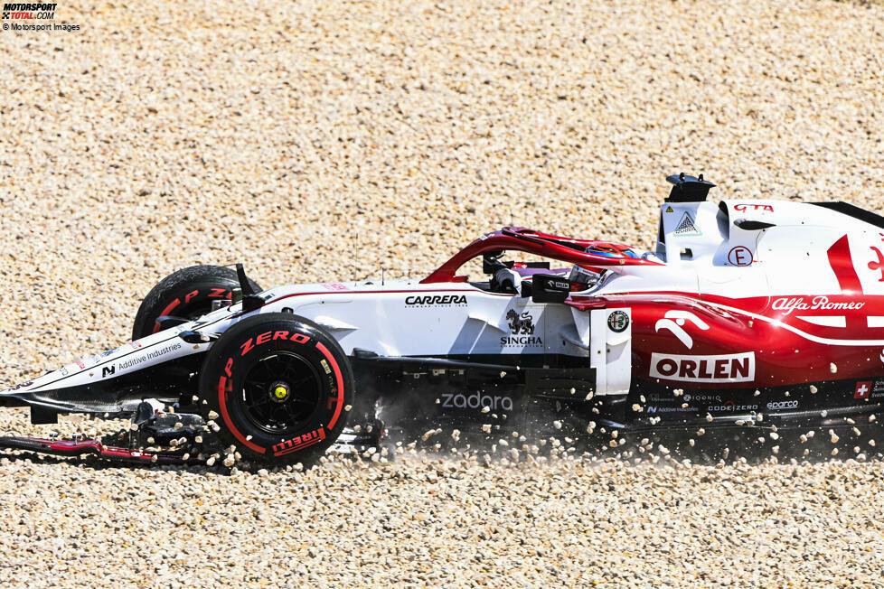Kimi Räikkönen (5): Wer auf der Geraden ungebremst in den Teamkollegen kracht, der kann keine bessere Note erwarten. Auch davon abgesehen war es nicht das beste Wochenende des Finnen, aber mit der