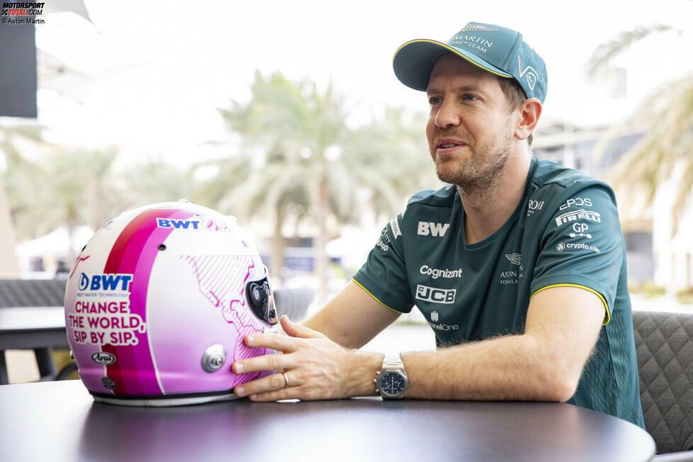 Wichtigste Info dazu: Sebastian Vettel ist jetzt Markenbotschafter von Aston-Martin-Sponsor BWT, daher die neuen Farben auf seinem Helm.