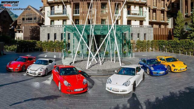 Kinder, wie die Zeit vergeht! 20 Jahre soll das schon wieder her sein? Aber ja, es stimmt: Auf dem Genfer Autosalon 1999 zog Porsche die Hüllen vom allerersten . Damals waren das noch dunkle 996-Zeiten.