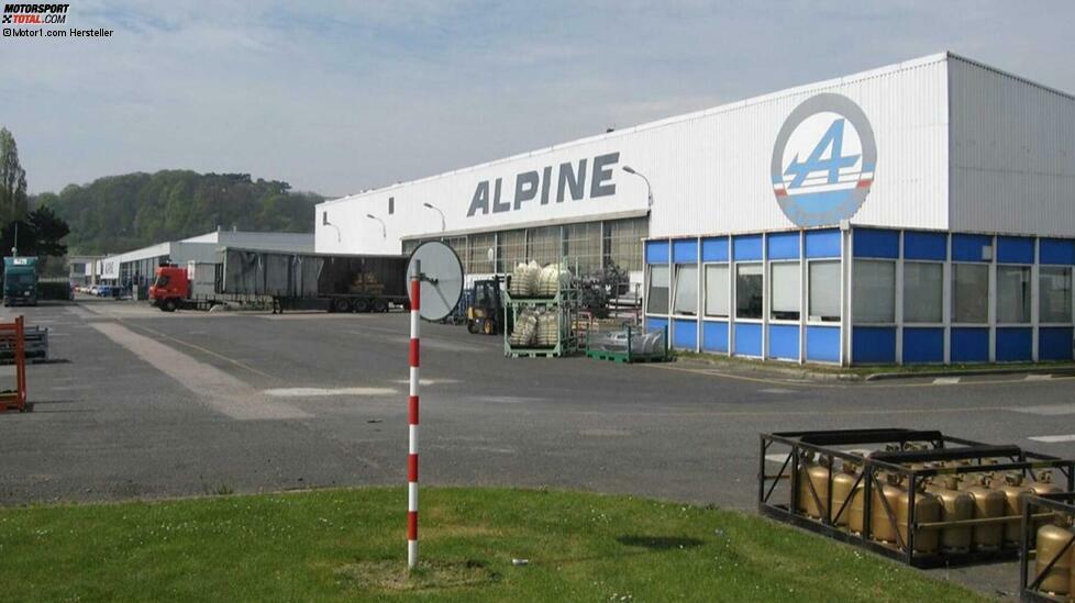 Im Juni 1955 wurde die Marke Alpine offiziell gegründet. Der Name Alpine ist untrennbar mit dem Namen Jean Rédélé verbunden. Der 1922 geborene Sohn eines Renault Händlers aus Dieppe übernahm 1946 als jüngster Konzessionär Frankreichs die väterliche Werkstatt, in der er schon bald Renault-Serienfahrzeuge wie den 4CV für den Rallye-Einsatz präparierte. Mit dem 4 CV 1063 erringt das Duo Rédélé/Pons den dritten Platz bei der Tour de France automobile 1953 und einen Klassensieg beim Coupe des Alpes 1954. Dieser wird Rédélé zur Namensgebung für seine eigene Sportwagenmarke inspirieren. Zur Erinnerung an seinen Triumph wird er sie
