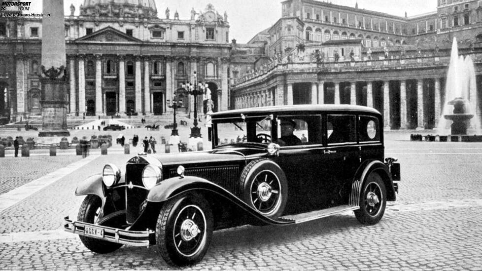 Fahrzeuge von Mercedes haben im Vatikan eine lange Tradition. Der erste Mercedes für den Papst entstand im Jahr 1930 auf Basis des Nürburg 460. Hier sehen wir den Wagen auf dem Petersplatz. Zur Übergabe in den Vatikan reiste die Pullman-Limousine auf eigener Achse. Der damalige Papst Pius XI. zeigte sich angetan und sprach von einem