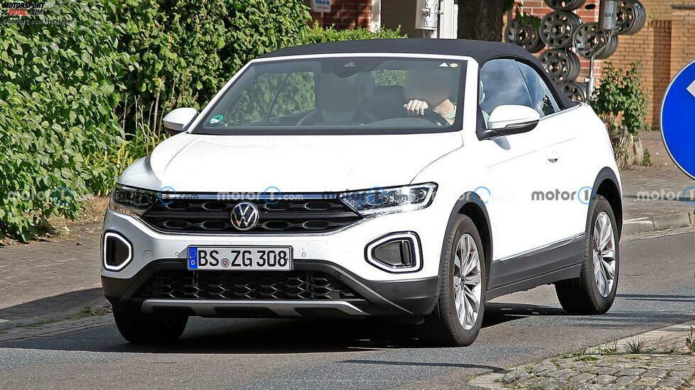VW T-Roc Cabriolet Facelift (2022) auf ersten Erlkönigbildern