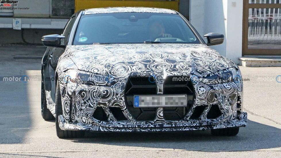 BMW M4 CSL (2022) mit neuem Grill erwischt