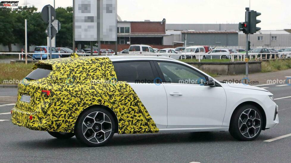 Opel Astra Sports Tourer (2022) fast ungetarnt