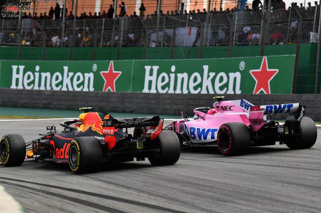 Alles beginnt mit Ocons Boxenstopp: Der Force-India-Fahrer wechselt auf frische Reifen - und ist so schnell, dass er sich gegen Verstappen zurückrunden möchte.