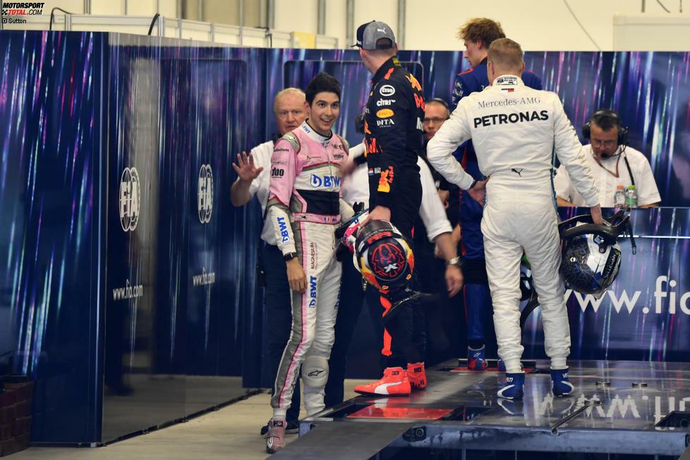 Die Szene des Grand Prix von Brasilien: Max Verstappen schubst Esteban Ocon, den er später einen