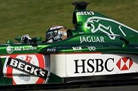 Eddie Irvine im Jaguar R2 in Aktion
