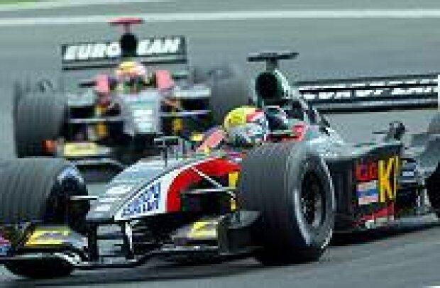 Mark Webber, Alexander Yoong