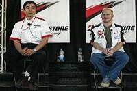 Hisao Suganuma (Bridgestones Technischer Manager) und Jacques Villeneuve (BAR-Honda)