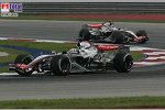 Juan-Pablo Montoya vor Kimi Räikkönen (McLaren-Mercedes)
