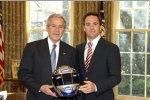 Jimmie Johnson und US-Praesident George W. Bush im Oval Office