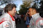 Norbert Haug (Mercedes-Motorsportchef) und Lewis Hamilton (McLaren-Mercedes)