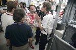 Ralf Jüttner gratuliert Marco Werner zur Pole Position