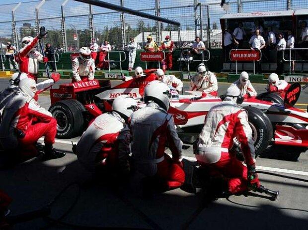 Boxenstopp beim Super Aguri F1 Team