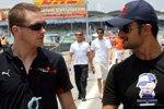 Scott Speed und Vitantonio Liuzzi (Toro Rosso), im Hintergrund David Coulthard und Mark Webber (Red Bull)