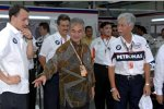 Malaysias Premierminister Dato Seri Abdullah Hj Ahmad Badawi und Petronas-CEO Tan Sri Mohd Hassan Marican besuchen das BMW Sauber F1 Team