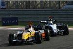 Giancarlo Fisichella (Renault) vor Nico Rosberg (Williams)