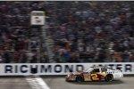 Clint Bowyer gewinnt das Busch-Rennen von Richmond