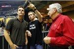 Jimmie Johnson (links) und Brian Vickers im Gespräch mit Bobby Allison