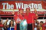 2000: Dale Earnhardt Jr. mit Dale Sr. - kurz zuvor gewann Junior in Texas sien erstes Cup-Rennen und qualifizerte sich für das Allstar-Race