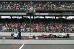 Zieleinlauf 2004: Buddy Rice gewinnt