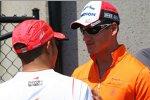 Lewis Hamilton (McLaren-Mercedes) und Adrian Sutil (Spyker)